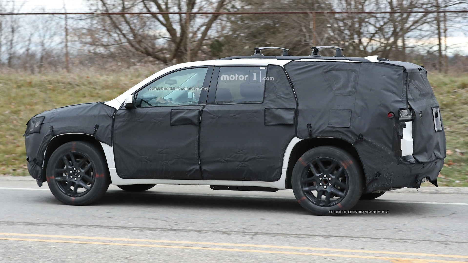 2018-chevy-cuv-spy-photos-7