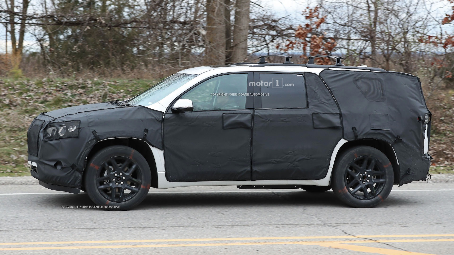 2018-chevy-cuv-spy-photos-8