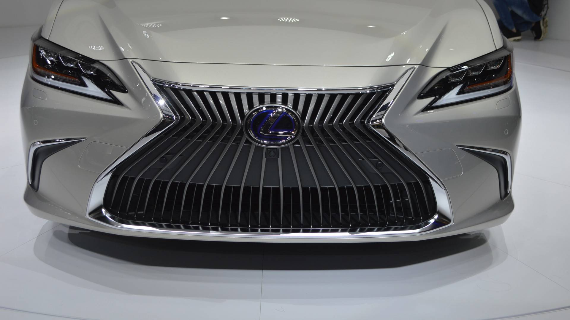 Lexus Es 350 2019 >> لكزس اي اس 2019 الشكل الجديد الجيل السابع تدشن نفسها رسمياً Lexus ES - المربع نت | تابع اخر ...
