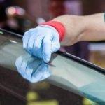 اعرف كيفية إزالة الخدوش من زجاج سيارتك