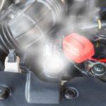 كيف تخفض حرارة محرك السيارة عند ارتفاعها؟