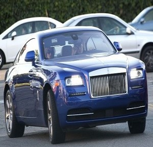 gisele-bunchen-and-family-check-out-office-buildings-in-rolls-royce-wraith-medium_5